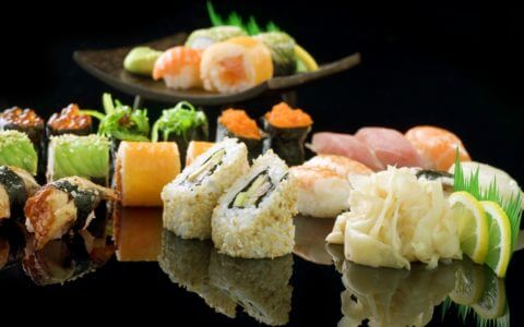 sushi_rolly_imbir_krevetki_limon_ryba_ikra_78878_2880x1800