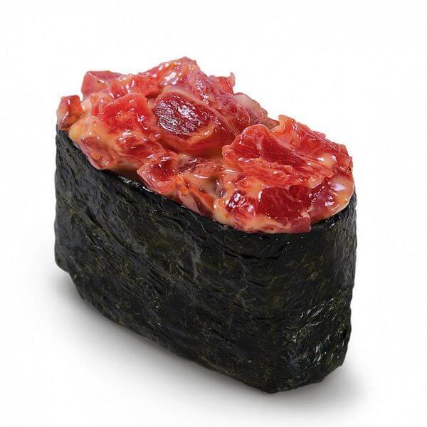 гункан с тунцом вишневое