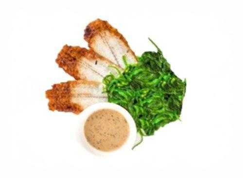 Салат Чука с угрем и ореховым соусом